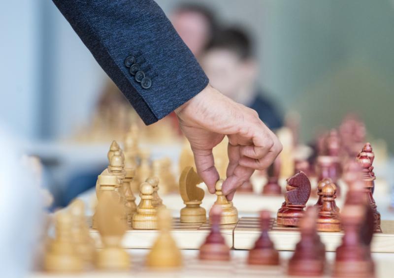 Где найти хорошего репетитора по шахматам?